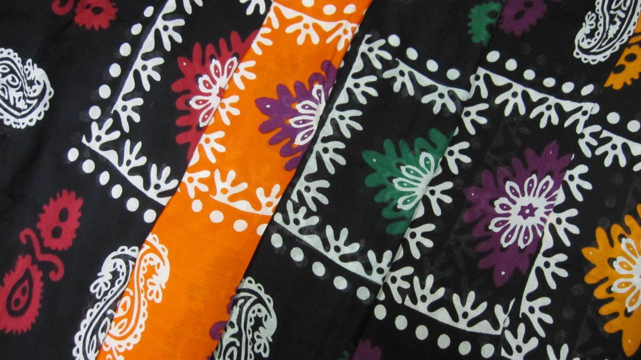 شال گلونی زمینه مشکی و رنگ بندی متفاوت